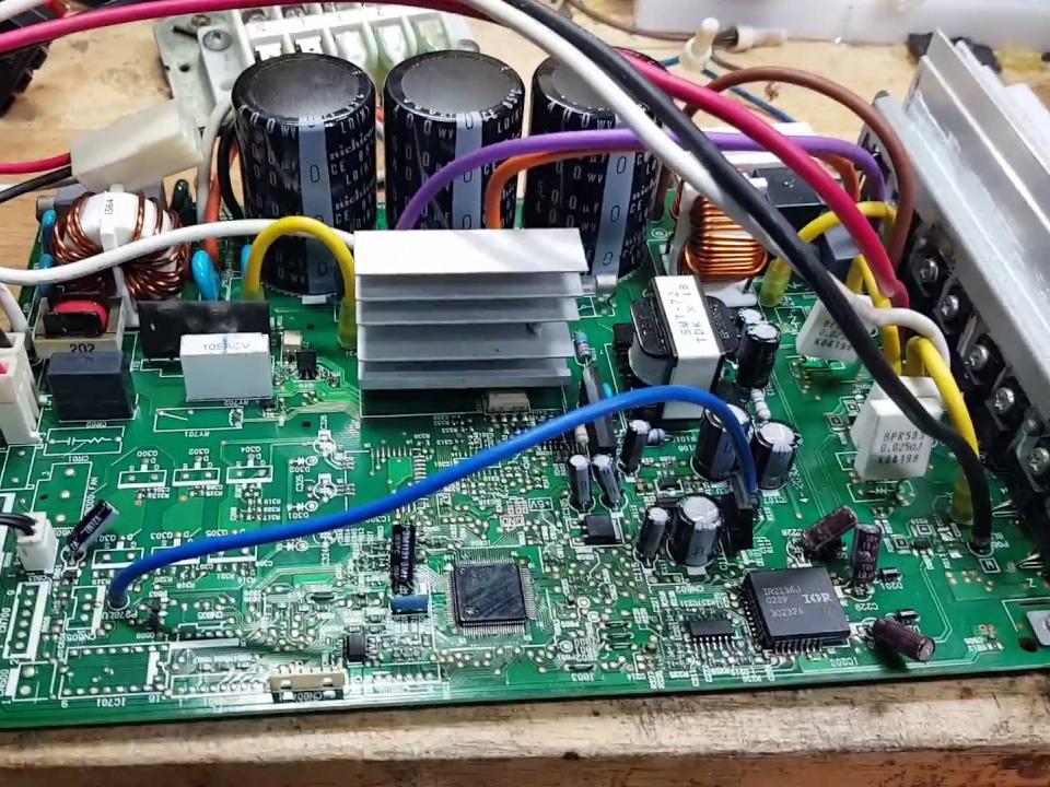 Nhận sửa board máy lạnh inverter Bình Dương
